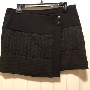 CABI Swathe Mini Wrap Skirt Rayon Textured Blk